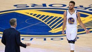 Steve Kerr raconte sa stratégie ratée auprès des Warriors en fin de saison et l'influence de Phil Jackson dans son style de coaching