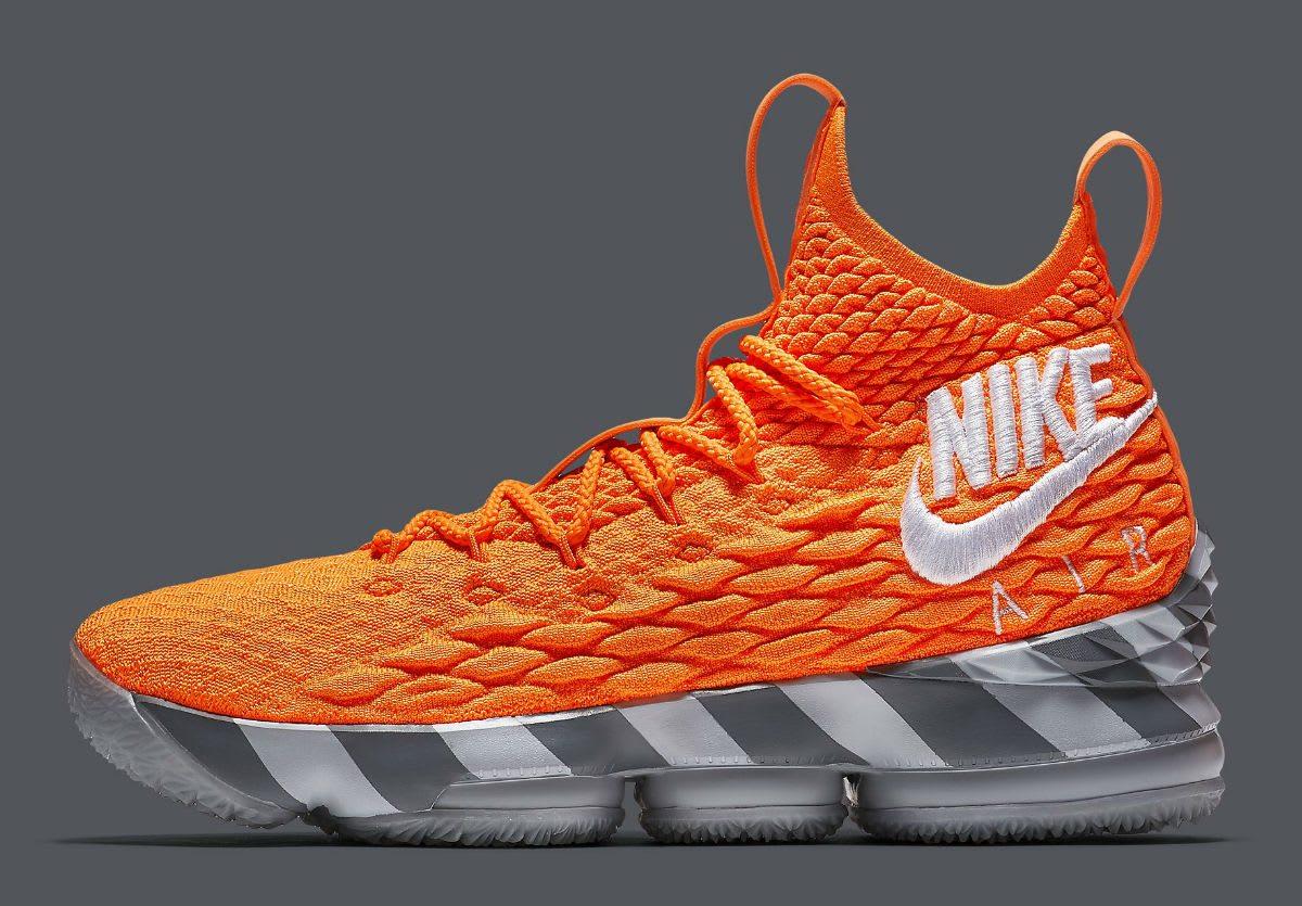 nouvelle arrivee 54339 0fd7b Kicks : Les Nike LeBron 15 « Orange Box »